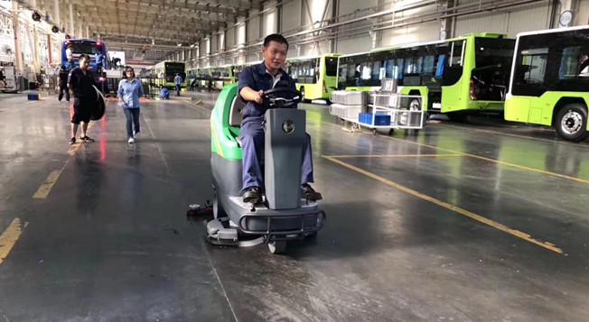 金恺驾驶式洗地机,服务于四惠公交场站